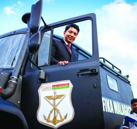 Lutte contre l'insécurité - Le Président de la République offre un avion Casa, trois hélicoptères, 5 avions Cessna, une centaine de véhicules tout-terrain aux Forces de l'ordre!